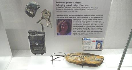 Le musée du 11 septembre 2001 présente de nombreux objets ayant appartenu à des victimes des attentats (Photo Orlane).