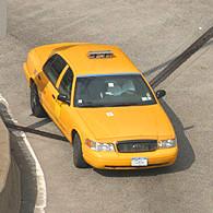 Taxi filant dans l'Upper East Side. (Photo D.F.)