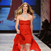 La top model Torah Bright habillée par Nicole Miller. (Photo D.R.)