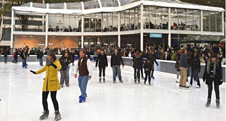 New-yorkais et touristes se pressent sur la glace de la patinoire de Bryant Park. (Photo Nathalie Fitzpatrick) (Photo Nathalie Fitzpatrick)