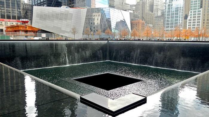 Le mémorial et le musée du 11/9, en fond