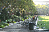 Profitez des chaises librement à disposition dans le parc.