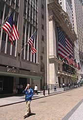 Un trader devant le New York Stock Exchange, la bourse de New York