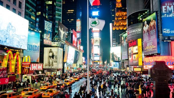 Times Square attire la foule de jour comme de nuit ! (Photo Ray)