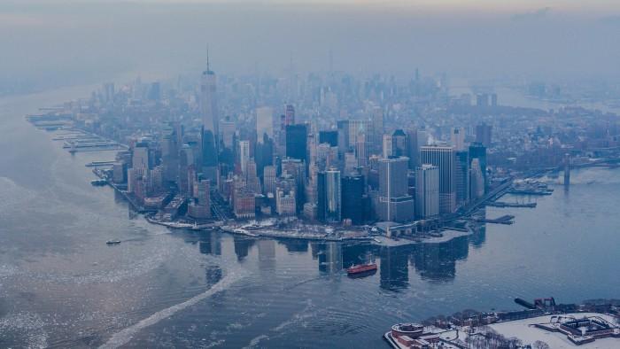 Manhattan vu d'hélicoptère : on dirait presque le film Le jour d'après !