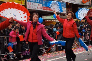 Danses traditionnelles dans Chinatown. (Photo  May S. Young)