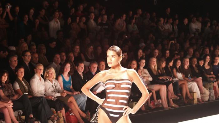 Défilé Gottex lors de la New York Fashion Week. (Photo Art Comments)