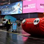 New York : Times Square voit rouge pour la Saint-Valentin