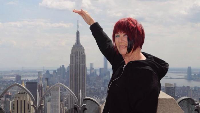 Josyane a le bras long, plus long que l'Empire State building !