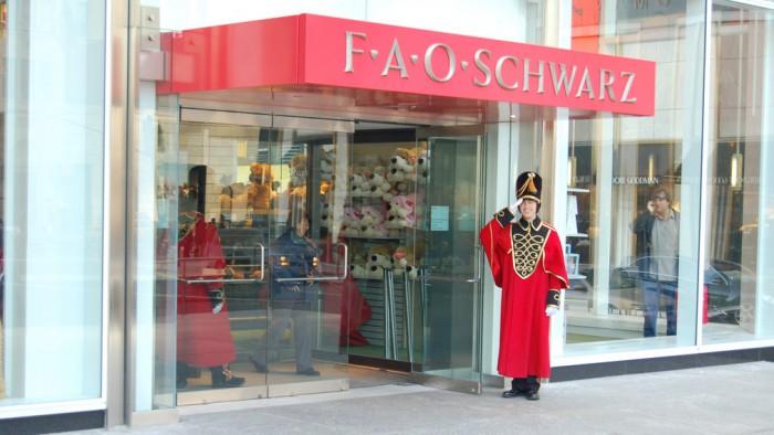 La devanture de FAO Schwarz sur la Fifth Avenue. (Photo Robert Young)