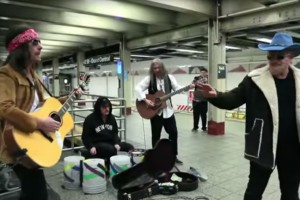 U2 en concert dans le métro de New York