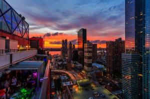 Coucher de soleil spectaculaire sur Midtown. (Photo DR)