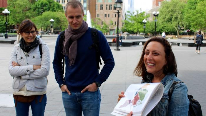 Julie présentant les quartiers de New York. (Photo Jean-Philippe)