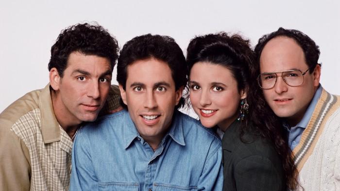 Jerry entouré des personnages de la série. (Photo DR)
