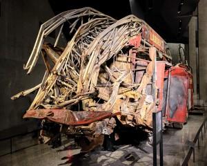 La carcasse d'un camion de pompiers. (Photo Mark Wyman)
