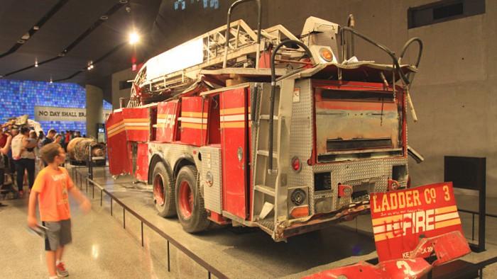 Les restes d'un camion de pompiers. (Photo Didier Forray)