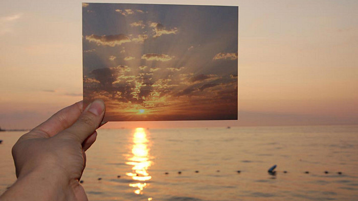 """""""The Sun is Always Setting Somewhere Else"""" de Lisa Oppenheim"""