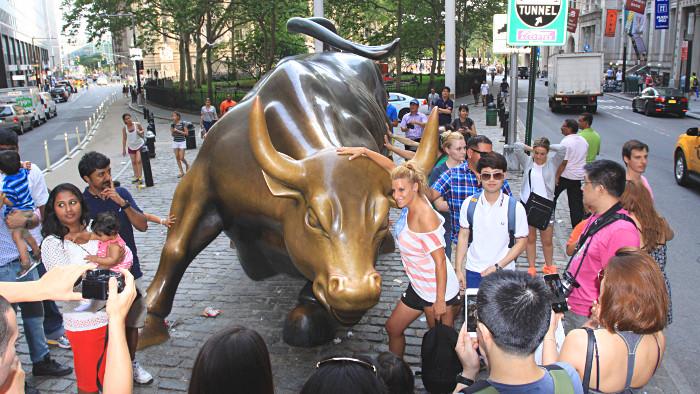 Le taureau charge les touristes ! (Photo Didier Forray)