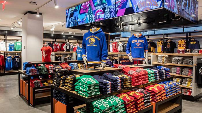 Retrouvez tous les maillots de la NBA. (Photo NBA Store)