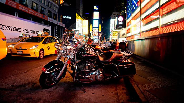 Une Harley Davidson sur Times Square. (Photo DR)