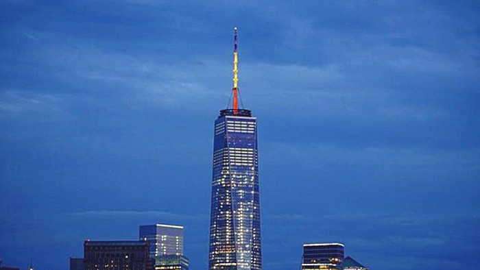 La One World Trade Center aux couleurs du drapeau belge.