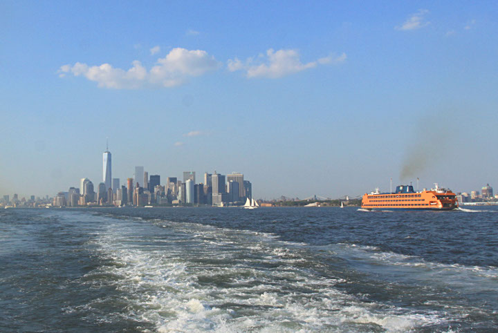 Un ferry et la skyline de Manhattan aujourd'hui. (Photo Didier Forray)