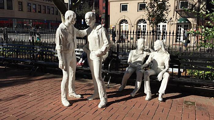 Le Gay Liberation Monument dans Sheridan Square. (Photo Marjorie)