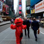 Vidéo : Elmo va au boulot sur Times Square