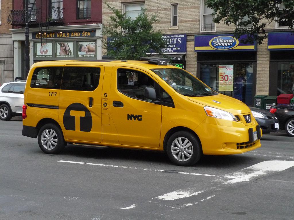 pourquoi les taxis de new york sont jaunes new york. Black Bedroom Furniture Sets. Home Design Ideas