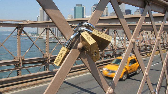 cadenas sur le pont de Brooklyn