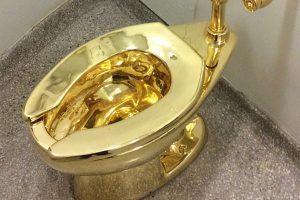 J'ai testé pour vous… le WC en or massif du Guggenheim Museum