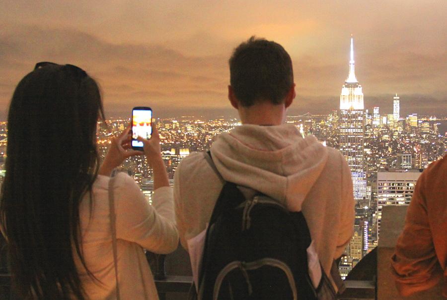 couple au sommet du Top of the Rock