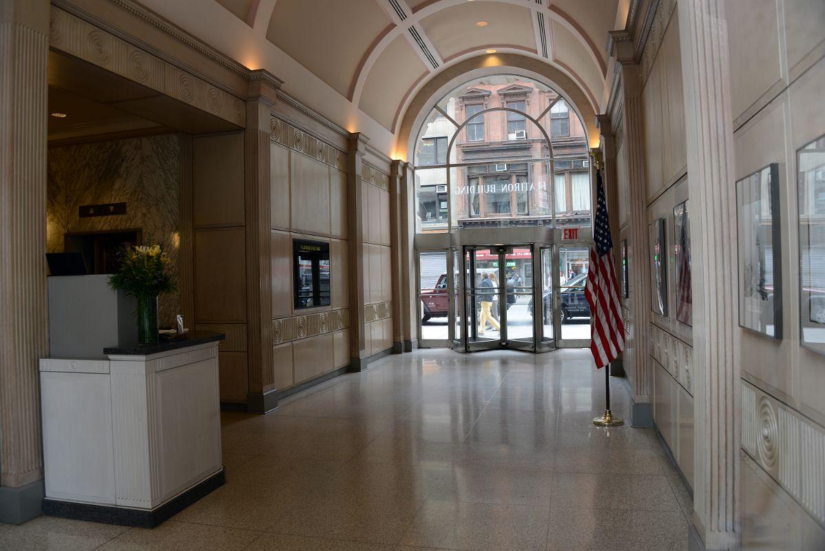 Int rieur flatiron building new york hall new york for Interieur new york