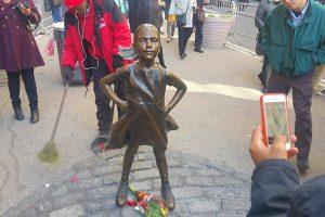 New York adopte la petite fille de Wall Street pour un an