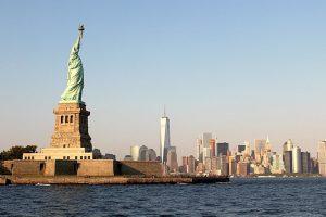L'État de New York fait rouvrir la statue de la Liberté et Ellis Island