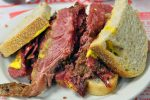 Le smoked meat, le sandwich à goûter absolument à New York