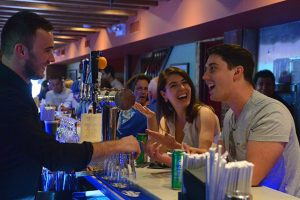 New York lève l'interdiction sur la danse dans les bars