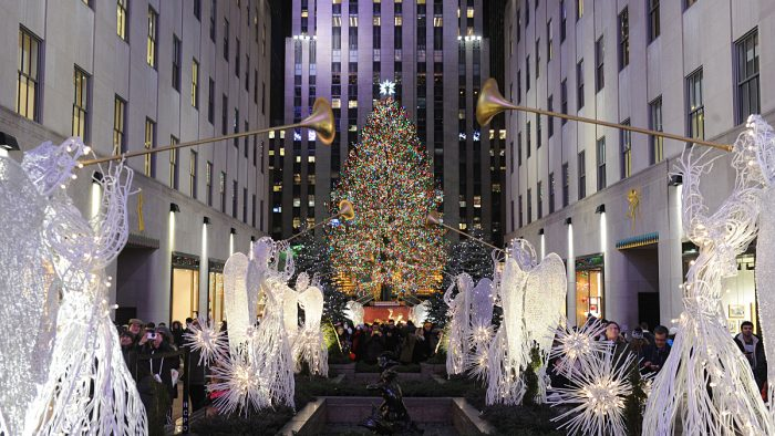 le sapin de no l du rockefeller center illumine new york new york. Black Bedroom Furniture Sets. Home Design Ideas