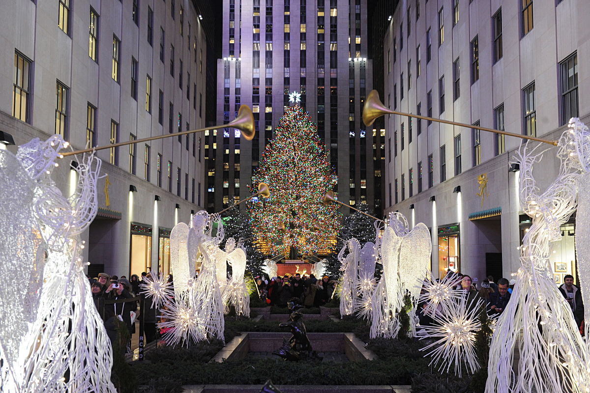 le sapin de no l du rockefeller center illumine new york. Black Bedroom Furniture Sets. Home Design Ideas