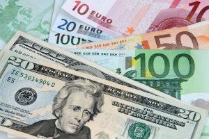 Comment va évoluer le change entre euro et dollar en 2018 ?