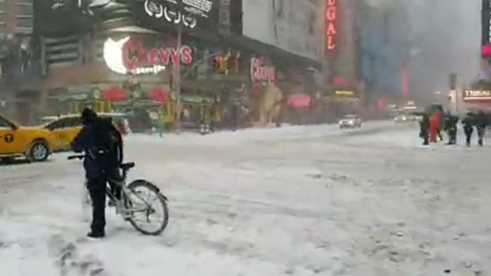 times square neige new york