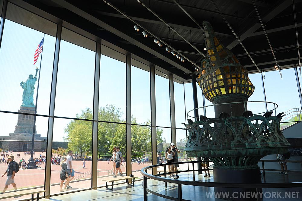 musee statue liberte new york torche