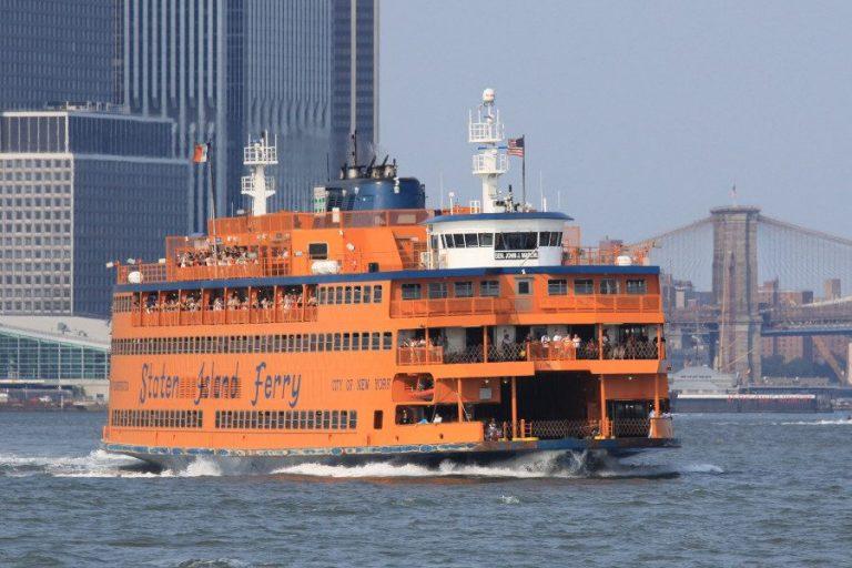 Le ferry de Staten Island, le ferry qui traverse la baie de New York