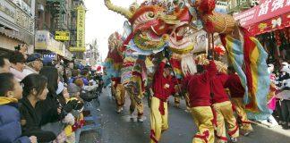 Danse du dragon dans Chinatown