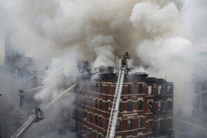 D'importants moyens ont été mobilisés pour éteindre l'incendie. (Photo FDNY)