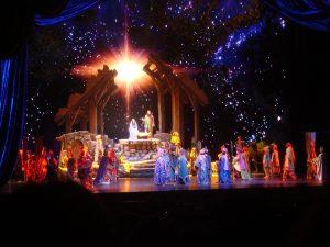 La scène de la nativité par les Rockettes. (Photo Mafue)