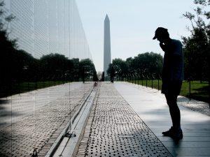 Le monument de la guerre du Vietnam et l'obélisque.