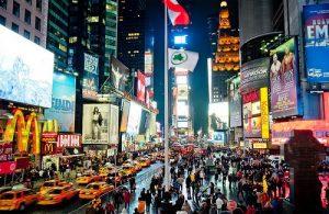 Times Square de nuit. (Photo Ray Lac)