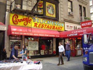 La façade du Carnegie Deli