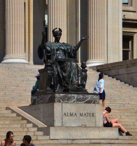 La statue Alma Mater